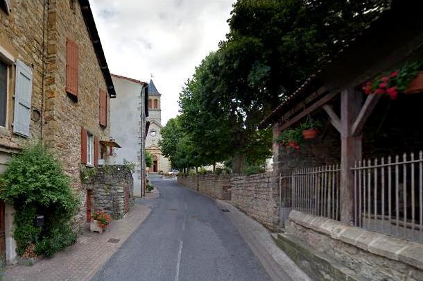 Saint-Georges-de-Luzençon (Aveyron) L'église et le lavoir