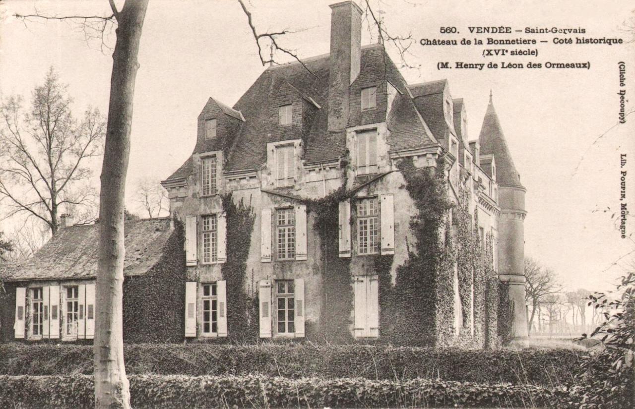 Saint-Gervais (Vendée) Le château de la Bonnetière vers 1950 CPA