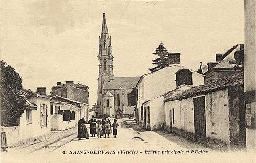 Saint-Gervais (Vendée) La rue principale CPA