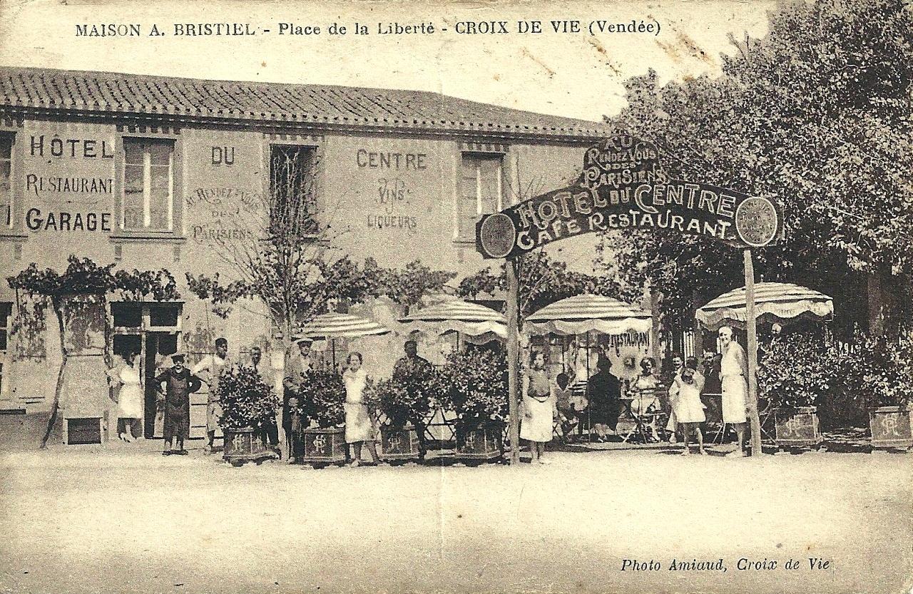 Saint-Gilles-Croix-de-Vie (Vendée) L'hôtel du Centre CPA