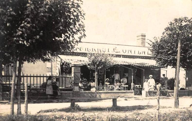 Saint-Gilles-Croix-de-Vie (Vendée) Le Café de l'Avenue de la plage CPA