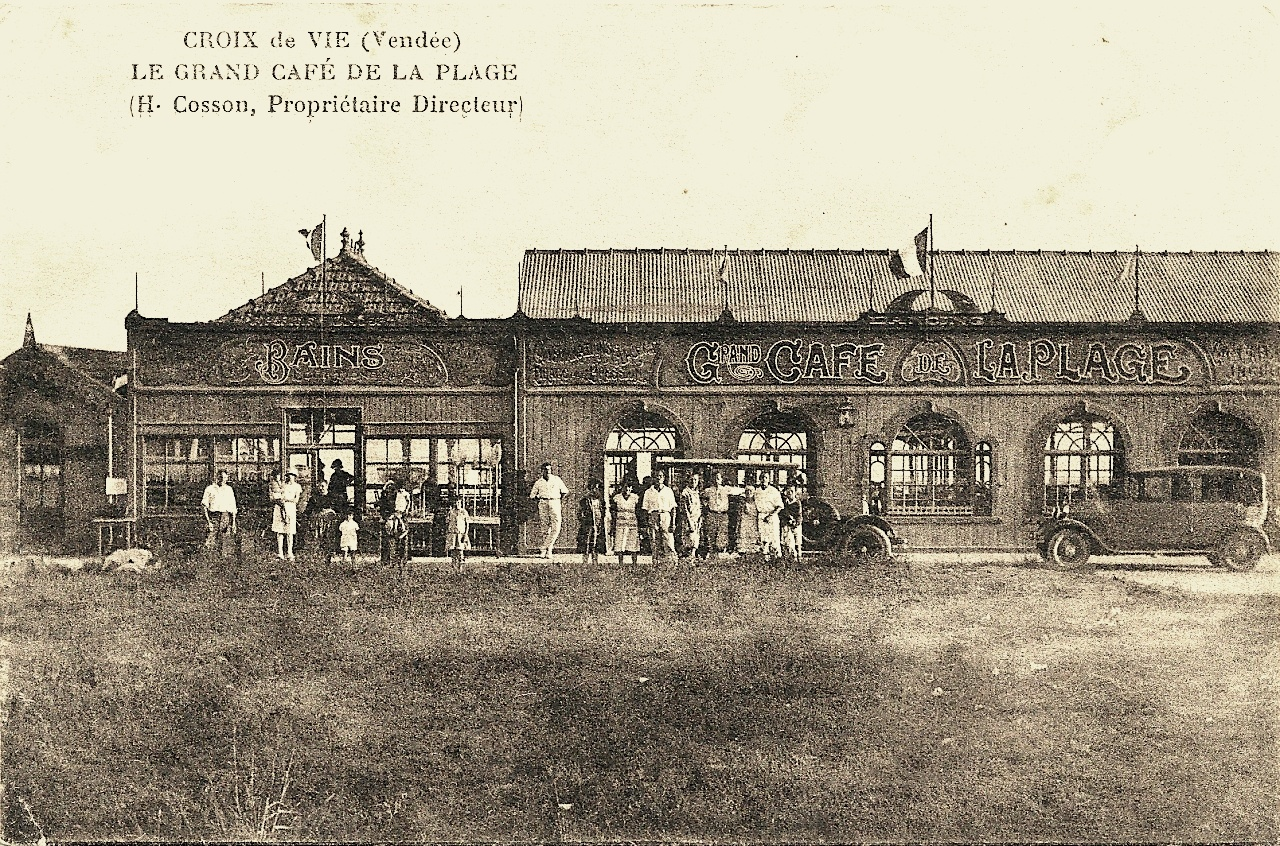 Saint-Gilles-Croix-de-Vie (Vendée) Le grand café de la plage CPA
