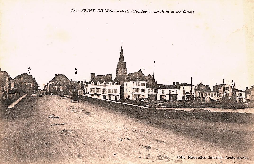 Saint-Gilles-Croix-de-Vie (Vendée) Le pont et les quais CPA
