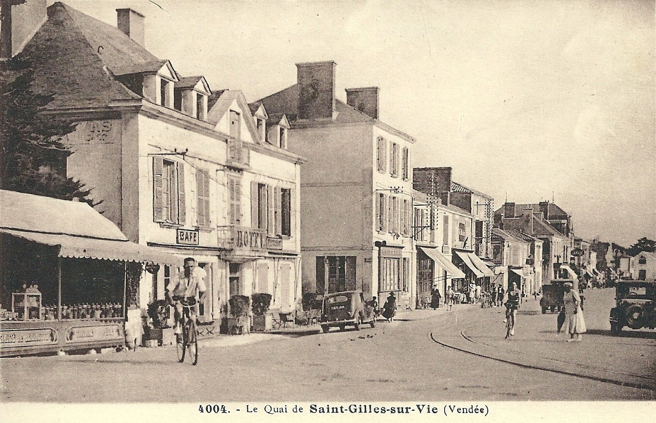 Saint-Gilles-Croix-de-Vie (Vendée) Le quai CPA