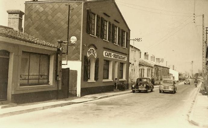 Saint-Hilaire-de-Riez (Vendée) L'Hôtel Burgaud vers 1955 CPA