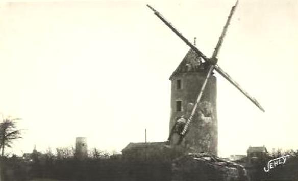 Saint-Hilaire-de-Riez (Vendée) Un moulin à vent CPA