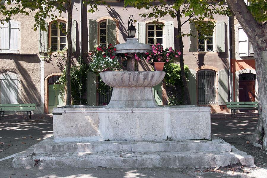 Saint-Hippolyte-du-Fort (Gard) Une fontaine