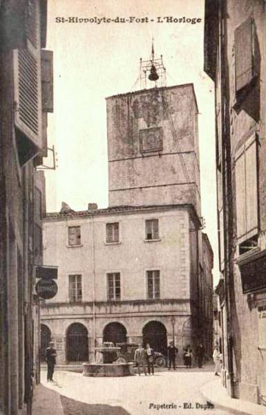 Saint-Hippolyte-du-Fort (Gard) CPA L'horloge