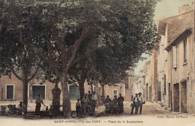 Saint-Hippolyte-du-Fort (Gard) CPA La place du 4 septembre