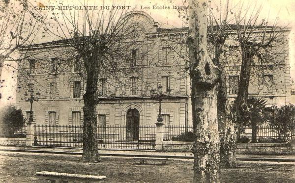 Saint-Hippolyte-du-Fort (Gard) CPA Les écoles laïques