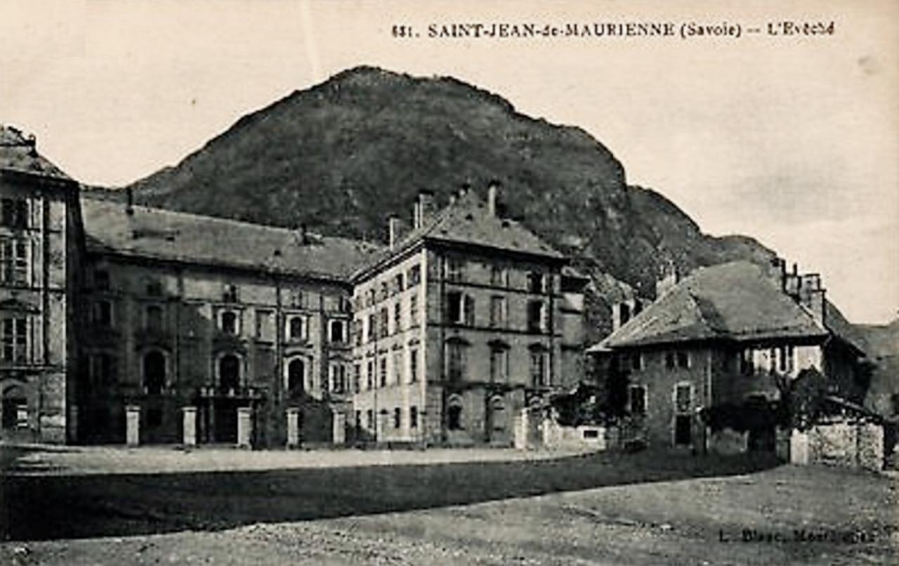 Saint-Jean-de-Maurienne (Savoie) L'Evéché CPA