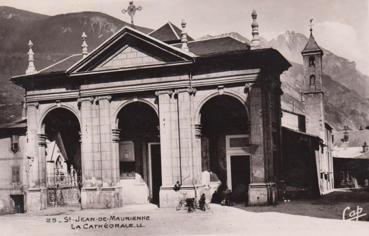 Saint-Jean-de-Maurienne (Savoie) La cathédrale CPA