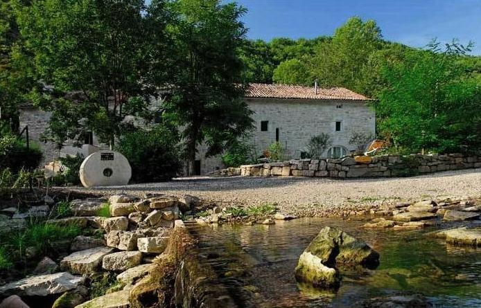 Saint-Jean-et-Saint-Paul (Aveyron) Moulin de Gauty