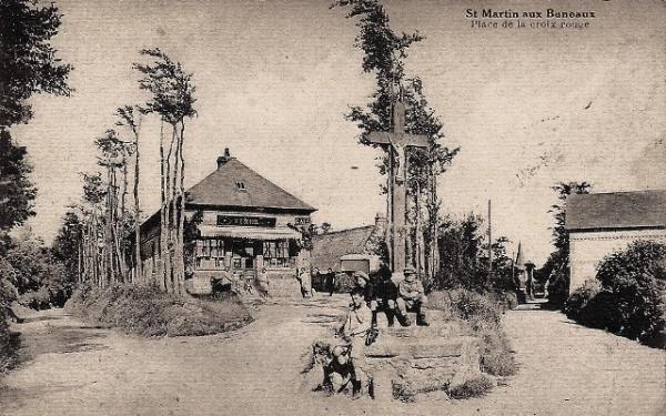 Saint-Martin-aux-Buneaux (Seine Maritime) Place de la croix rouge CPA