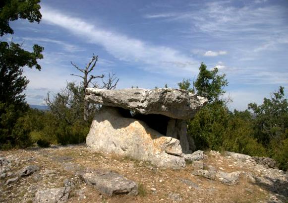 Saint-Maurice-Navacelles (Hérault) La Prunarède, le dolmen
