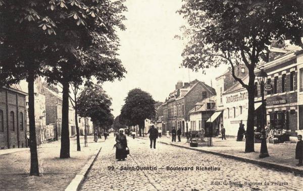 Saint-Quentin (Aisne) CPA le bld Richelieu