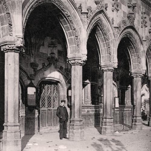 Saint-Quentin (Aisne) CPA les arcades de l'Hôtel de ville