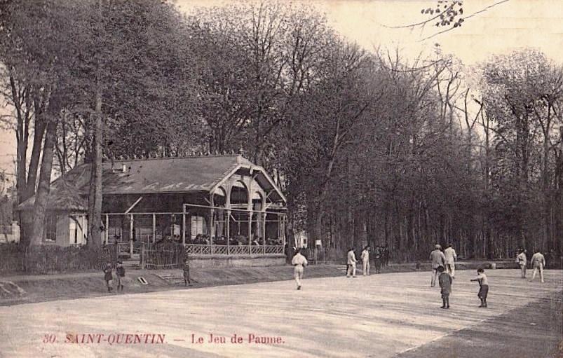 Saint-Quentin (Aisne) CPA le jeu de paume