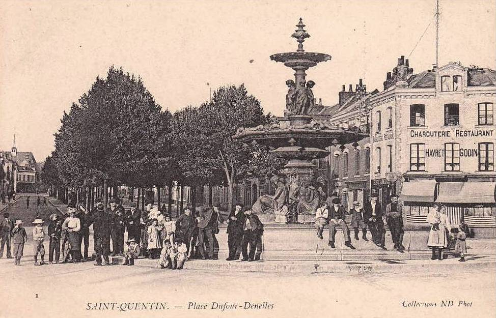 Saint-Quentin (Aisne) CPA la place Dufour-Denelles