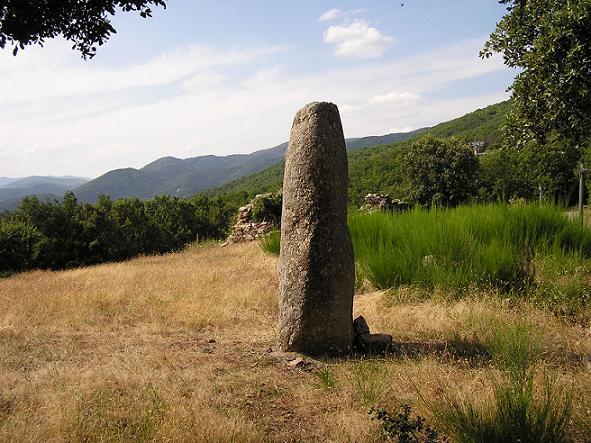 Saint-Roman-de-Codières (Gard) Le menhir du col de la pierre levée