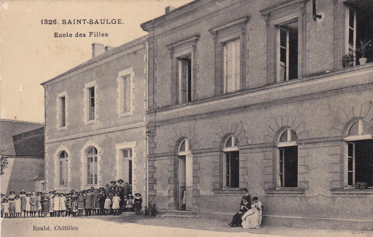Saint-Saulge (Nièvre) L'école des Filles CPA