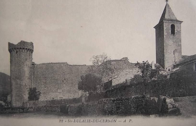Sainte-Eulalie-de-Cernon (Aveyron) CPA L'église et les remparts