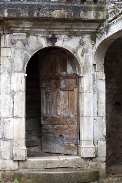 Sainte-Eulalie-de-Cernon (Aveyron) porte d'une maison Renaissance