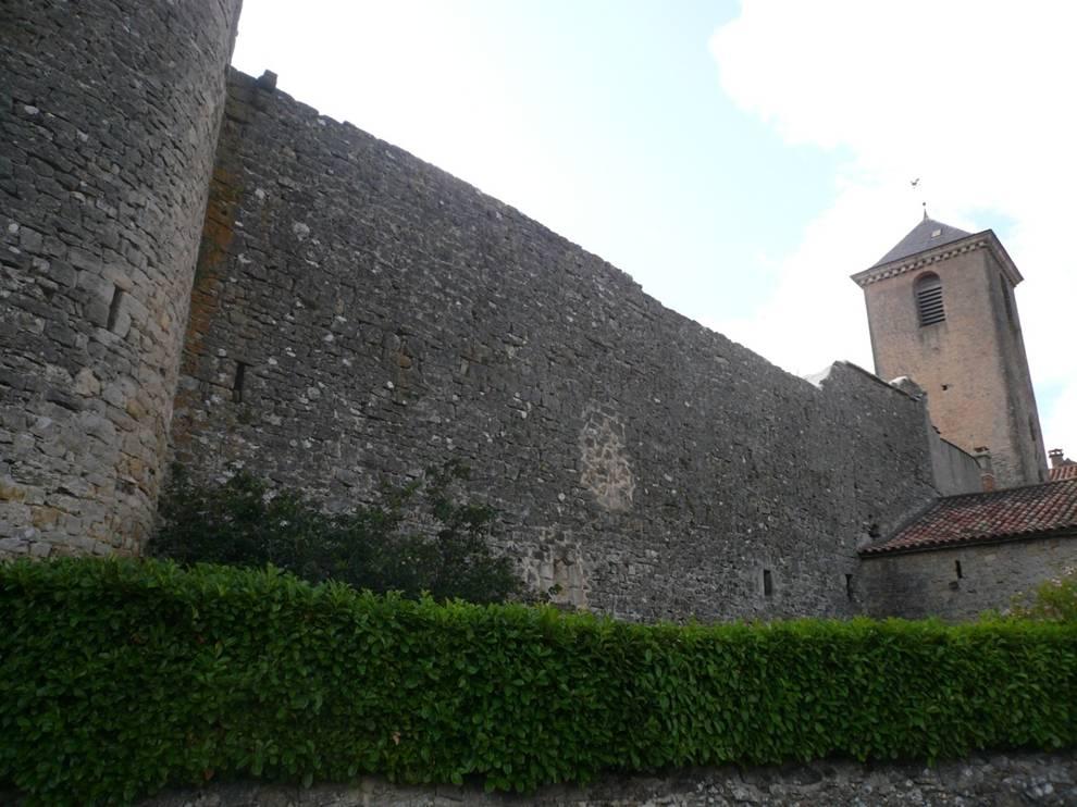 Sainte-Eulalie-de-Cernon (Aveyron) Les remparts