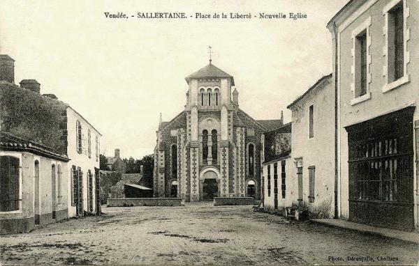 Sallertaine (Vendée) L'église Saint Martin nouvelle en 1912 CPA