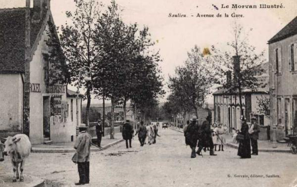 Saulieu (Côte d'Or) L'avenue de la Gare CPA