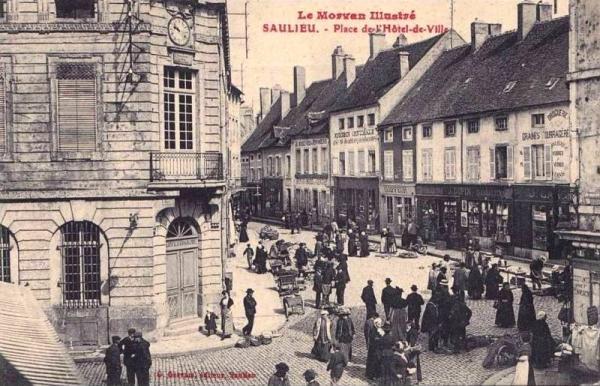 Saulieu (Côte d'Or) L'Hôtel de ville, la place CPA