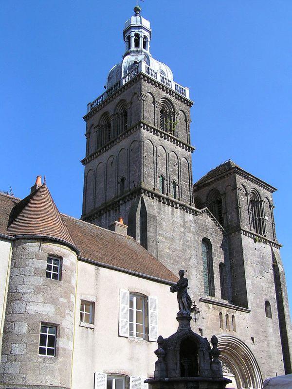 Saulieu (Côte d'Or) La basilique Saint-Andoche