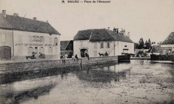 Saulieu (Côte d'Or) La place de l'abreuvoir CPA