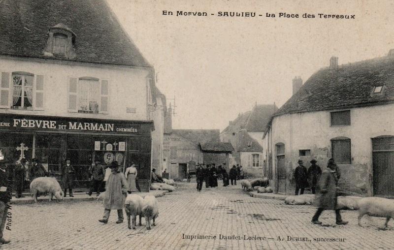 Saulieu (Côte d'Or) La place des Terreaux CPA