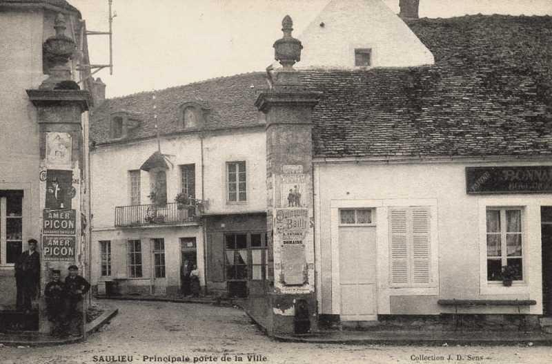 Saulieu (Côte d'Or) La porte principale de la ville CPA