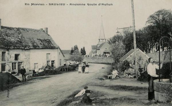 Saulieu (Côte d'Or) La route d'Autun CPA