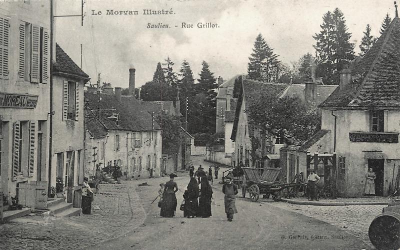 Saulieu (Côte d'Or) La rue Grillot CPA