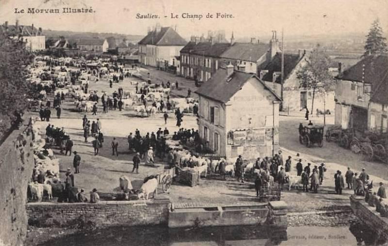 Saulieu (Côte d'Or) Le champ de foire CPA