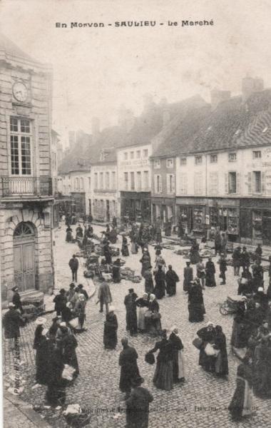 Saulieu (Côte d'Or) Le marché CPA
