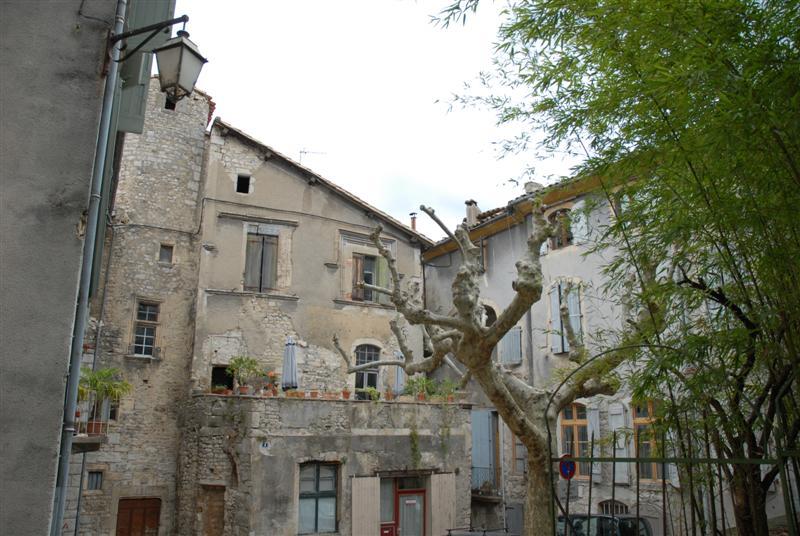 Sauve (Gard) L'ancien évêché et place du vieux marché