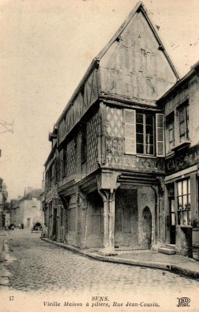 Sens (89) La maison rue Jean Cousin CPA