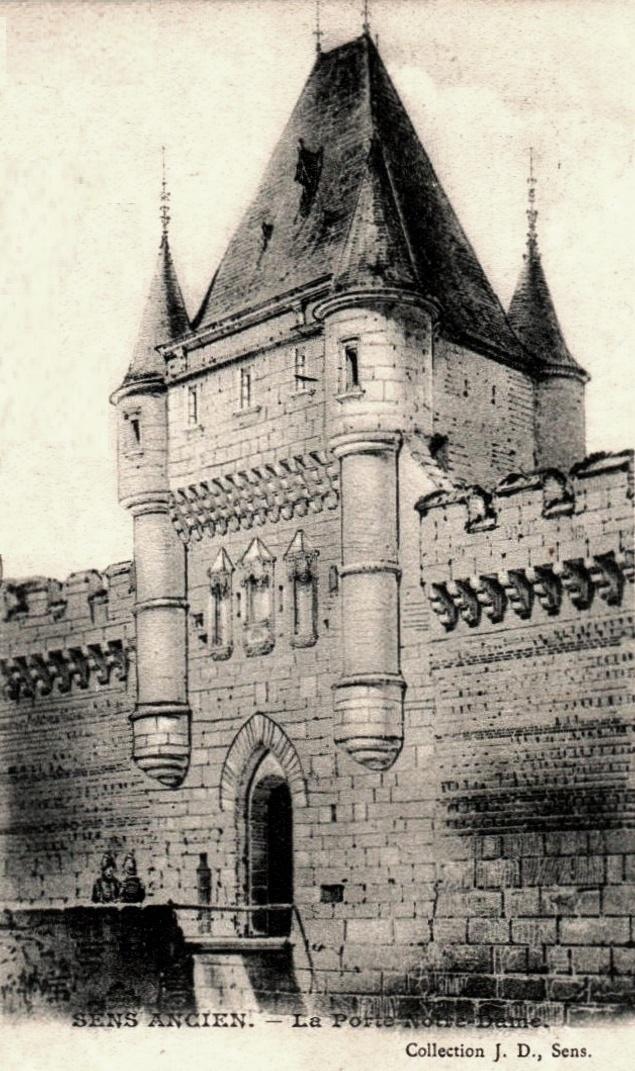 Sens (89) La porte Notre-Dame CPA