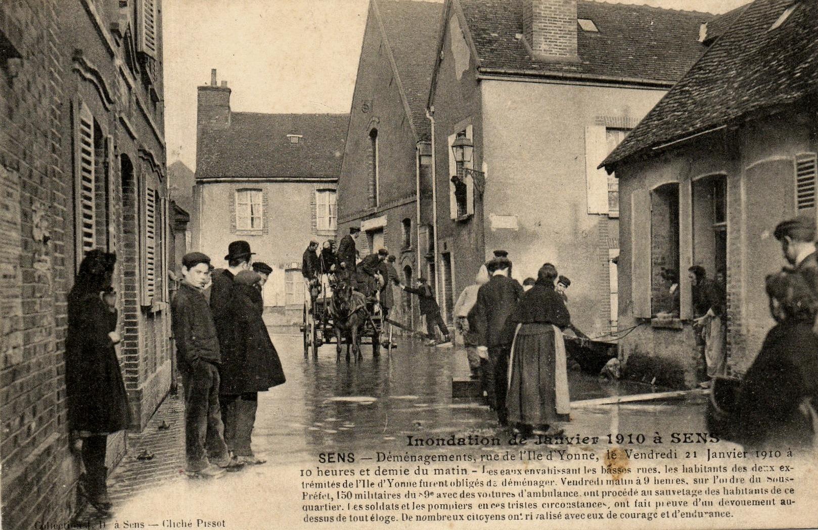 Sens (89) La rue de l'Ile d'Yonne, inondations 1910 CPA