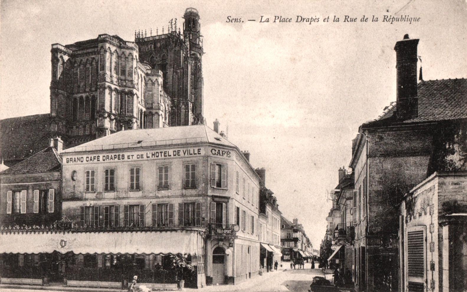 Sens (89) Le grand café Drapès CPA