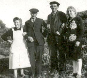 Augustine Isabelle Saillard, son époux et les beaux parents de leur fils André en 1948