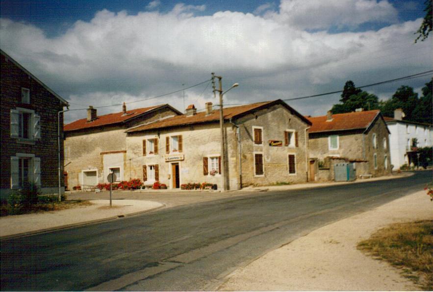 Stenay (Meuse) Cervisy, Le café-épicerie