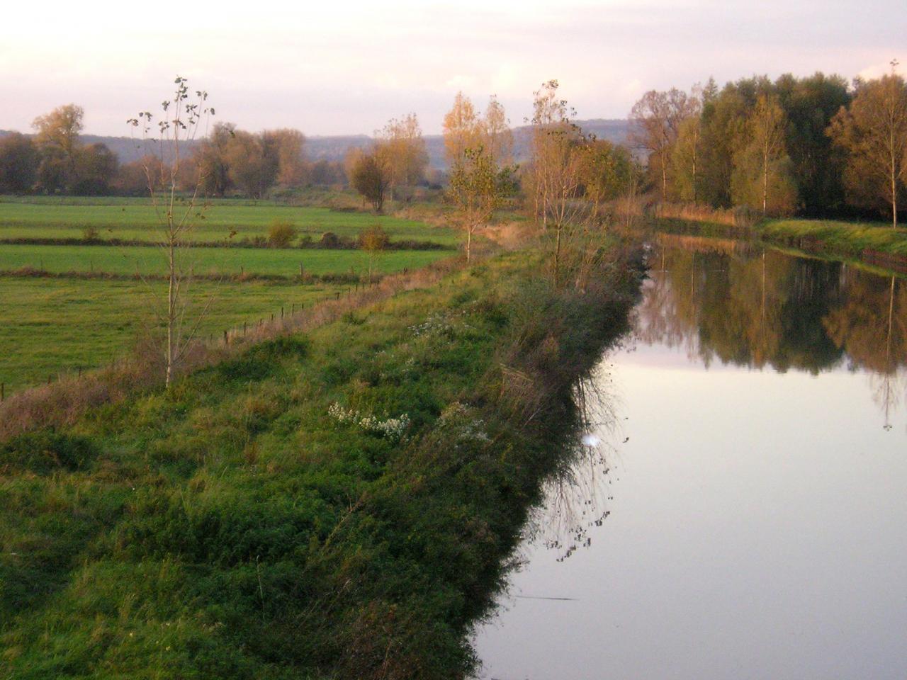 Stenay (Meuse) Cervisy, le canal 2004