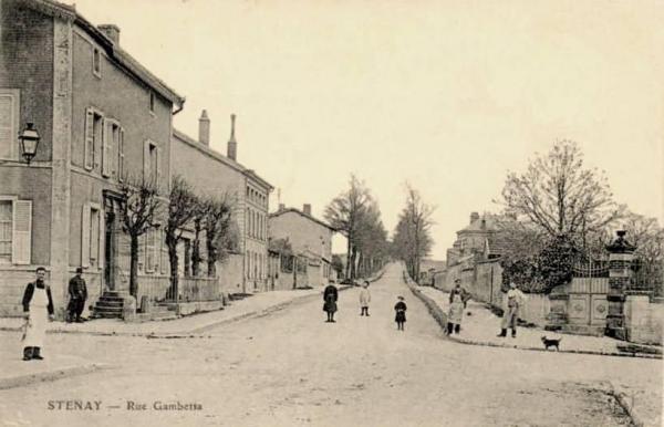 Stenay (Meuse) La rue Gambetta CPA
