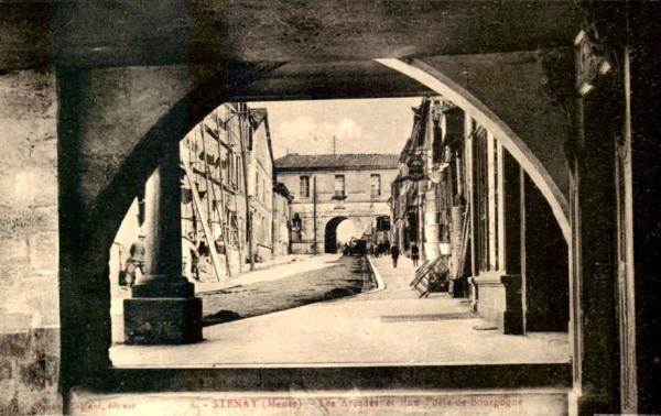 Stenay (Meuse) Les arcades CPA