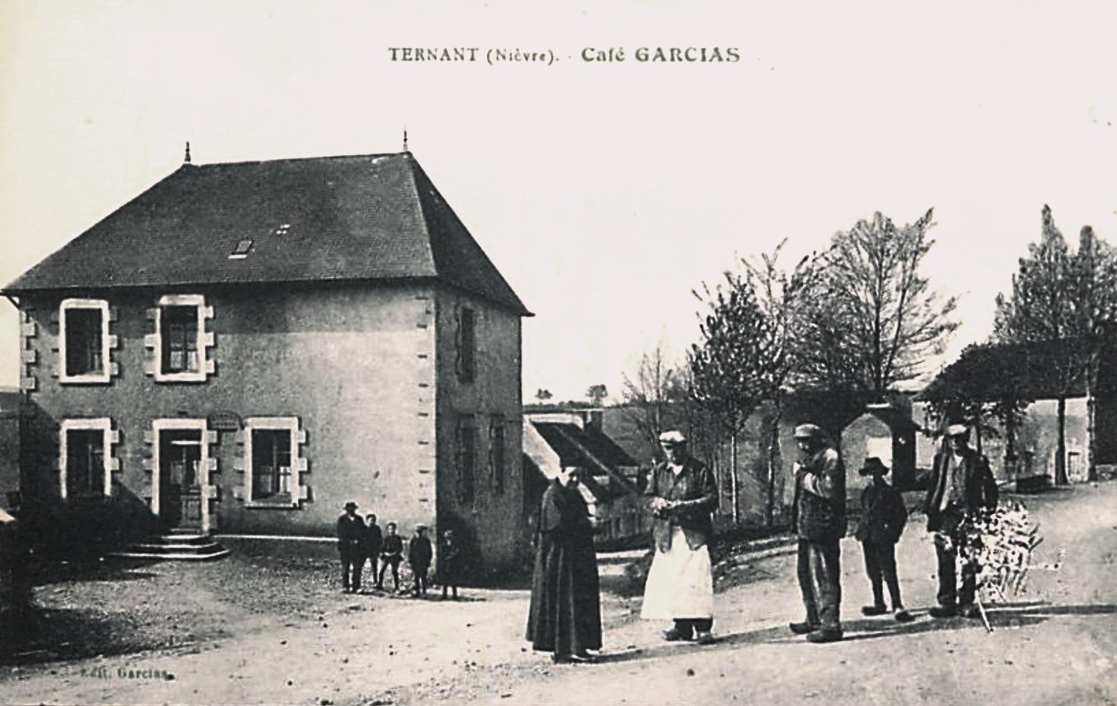 Ternant (Nièvre) Le café Garcias CPA